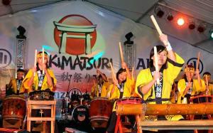 毎年開催されるモジ市の秋祭り。多くの日系人たちで賑わう