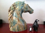ウシュアイアでの買い物。馬の置物とペンギン