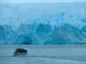 ぺリト・モレノの氷河。高さは60mに及ぶ